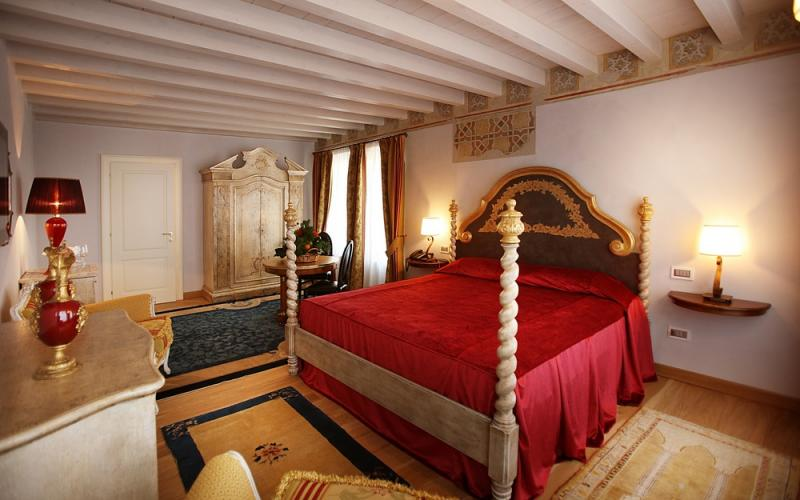 Camere Da Letto Romantiche Con Petali Di Rosa : Luxury i il sogno di giulietta hotel verona relais de charme